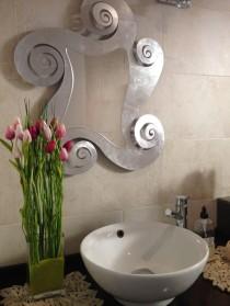Lavabo decorat amb centre de Tulipes artificials