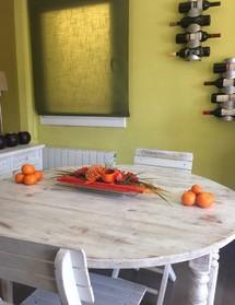 Decoració de la taula de cuina amb un centre ataronjat
