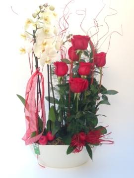 Centre d'Orquidea blanca i roses amb servei a domicili